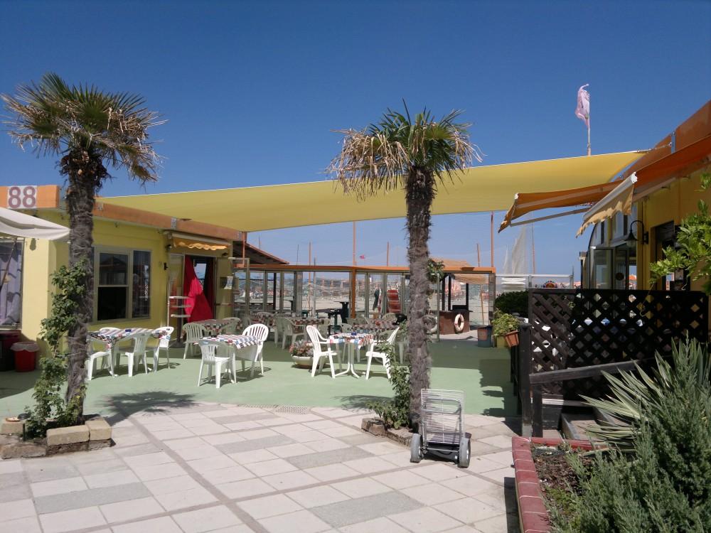 Realizzazione vele ombreggianti presso bagno il - Bagno palm beach pinarella ...